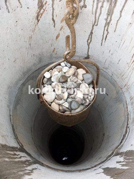 Установка донного фильтра для колодца из камня